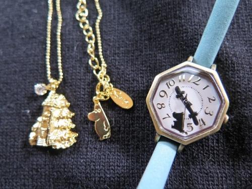 ムーミンのネックレスと腕時計
