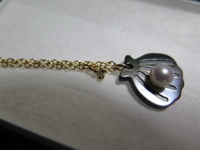 黒蝶貝と真珠のネックレス