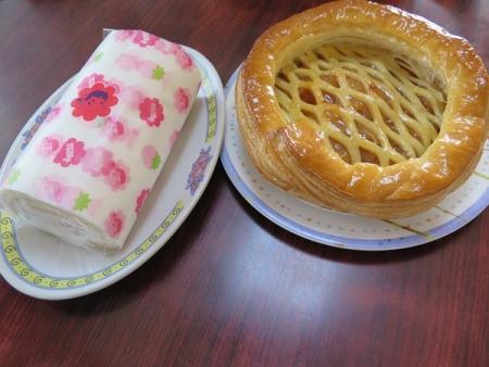 ロールケーキとアップルパイ