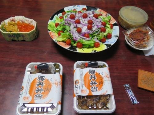 豚丼と海鮮弁当の晩ご飯