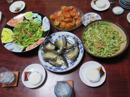 ミミガー、ジーマミー豆腐、豚肉とキャベツ炒め、さんまの干物