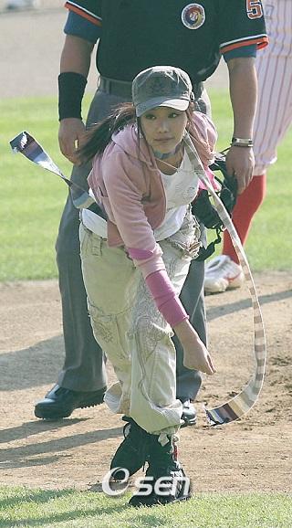 キムアジュン始球式2006002
