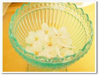 桜の花びら。