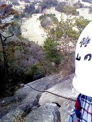 004猿岩の鎖 4段70m足場悪い-s