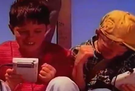 今の子供ってゲームボーイのバッテリーランプが薄くなる絶望感を知らない