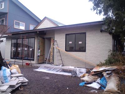 K邸大規模リフォーム外壁施工中サイディング