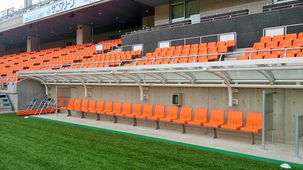 長野スタジアムのベンチ
