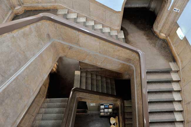 重厚感のある螺旋階段が素適です