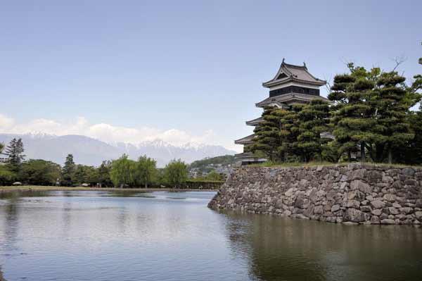 以前から行って見たかった松本城、中に入るのは初めてです。