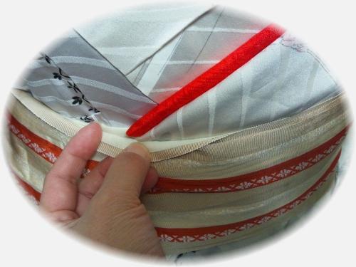 花魁着付け写真:衣紋を抜くことで生じる重ね衿の不都合