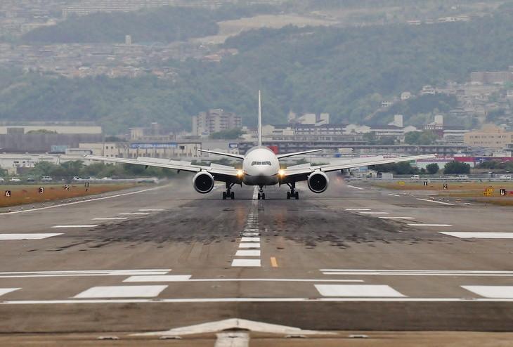 B777_02_runway_0528.jpg