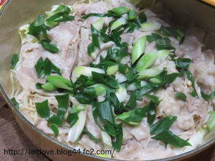 豚バラ、白菜、えのきの重ね蒸し
