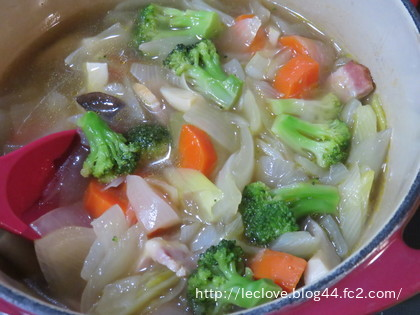 美味しいベーコンと野菜のスープ