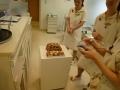 上村と彦根のケーキ待機