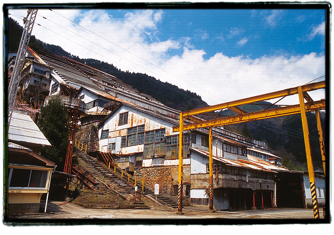 解体前の神子畑選鉱所0505mikobata01.jpg
