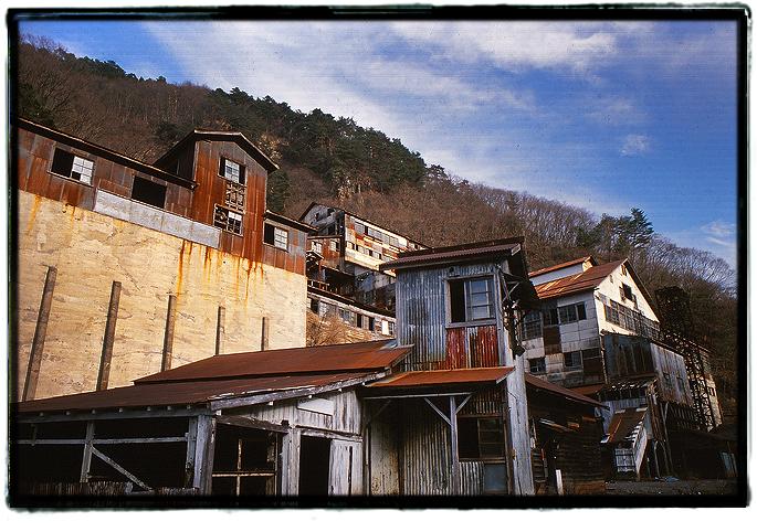 解体前の明延鉱山廃墟0505mikobata02.jpg