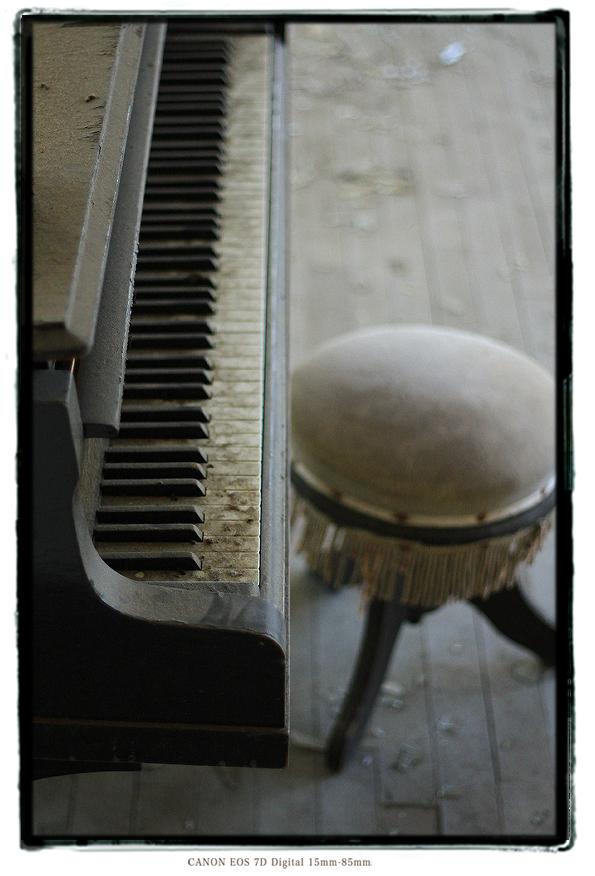 廃墟のピアノ1312kiihaib.jpg