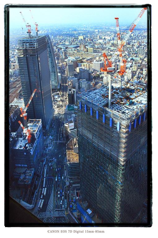 スカイプロムナードから見下ろす建設現場1502nagoyaredeve01.jpg