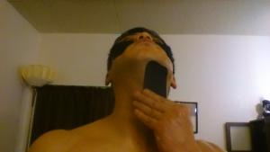上を向き、(顎首)