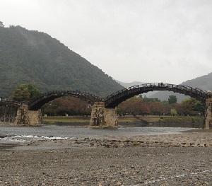 小雨降る錦帯橋