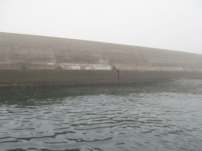 巨大な沖堤防