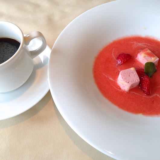 イチゴの炭酸ジュース