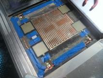 配線を通し、センサーを接続