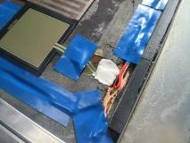 振動でコネクタが外れないようにパテで固定
