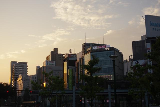 早朝のJR岡山駅前