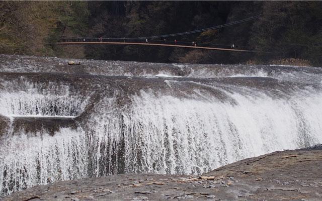 みちびかれツアー吹き割の滝