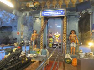 お祈りの最中だったヒンドゥー教寺院
