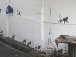 そして列をなして更新する黒猫の壁画もあった