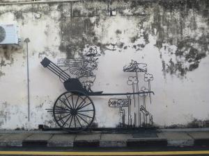 壁画よりも明らかに手間と時間がかかっていそうな鉄の棒で作ったオブジェ