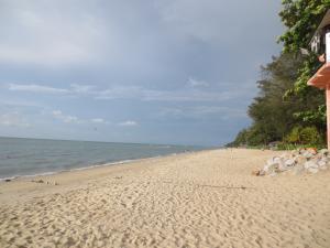 ホアヒン同様、泳がないで散歩するにはとてもいいビーチが点在している