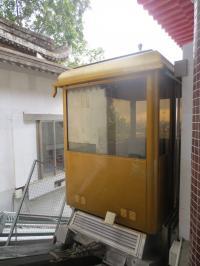 「極楽寺」の斜行エレベータ。ペナン・ヒルのケーブルカーと比べると牛歩のよう