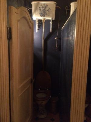 露_世界一暗いトイレ