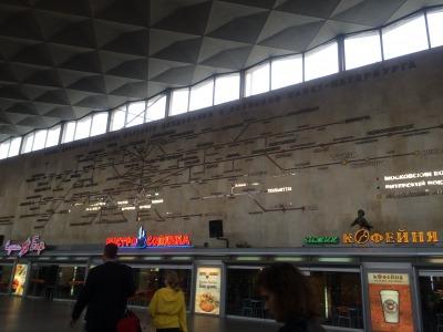 露_サンクトペテルブルクの駅の中