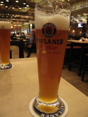 露_ドイツ料理屋のビール
