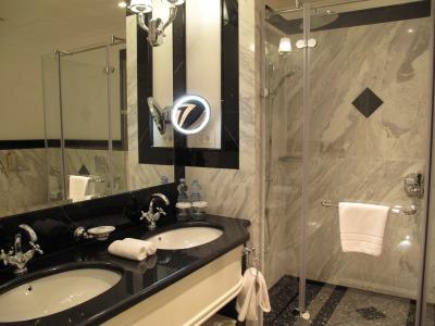 露_エルミタージュホテルの洗面台