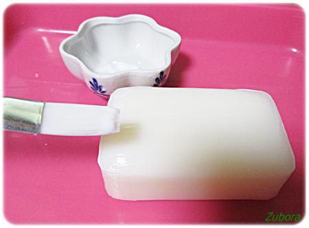 ダイソーのデコパージュ専用液とセリアのペパナプで石鹸をデコパージュ