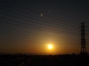 20150327夕陽と飛行機雲