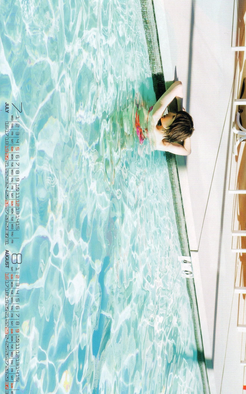 元AKB篠田麻里子がランジェリーを披露!!カレンダー7月&8月