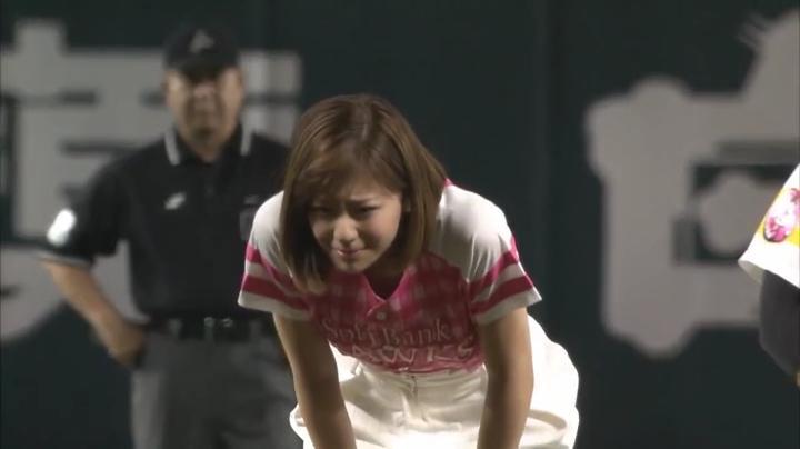 2代目【GTO】葛城美姫タレント引退?女子ブロ野球へ?慎重にサインを交換する美姫