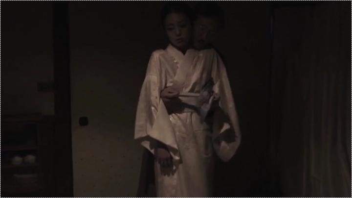 祥子【D坂の殺人事件】でヌードと濡れ場を披露!1回目、服を脱がされ始め