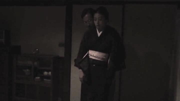 祥子【D坂の殺人事件】でヌードと濡れ場を披露!1回目、絡み1(明)