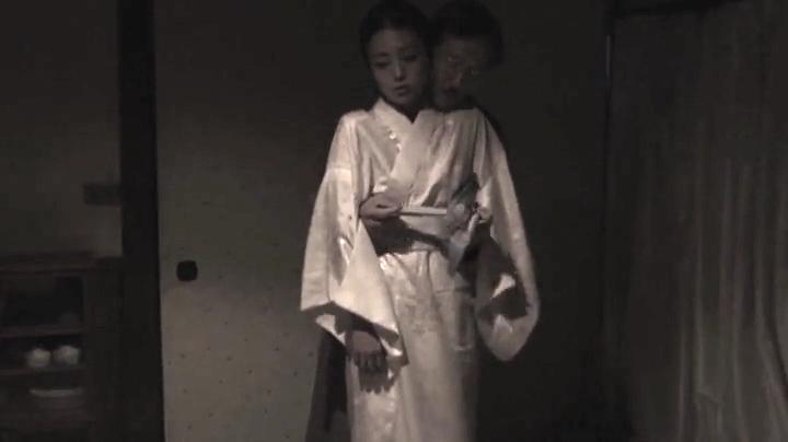 祥子【D坂の殺人事件】でヌードと濡れ場を披露!1回目、絡み2(明)