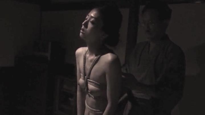 祥子【D坂の殺人事件】でヌードと濡れ場を披露!1回目、絡み10(明)