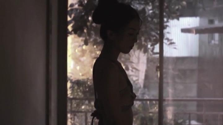祥子【D坂の殺人事件】でヌードと濡れ場を披露!2回目、上半身全裸の祥子氏