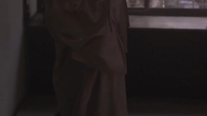 祥子【D坂の殺人事件】でヌードと濡れ場を披露!2回目、服を脱ぎ始める祥子氏