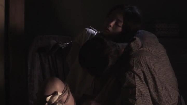 祥子【D坂の殺人事件】でヌードと濡れ場を披露!3回目、絡み3(暗)